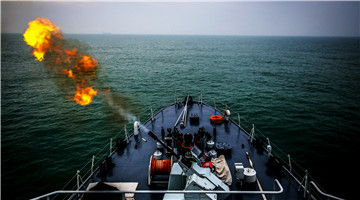Minesweepers conduct minesweeping operations in East China Sea