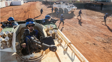 Chinese peacekeepers rush to battle positions during joint defense drill in Mali