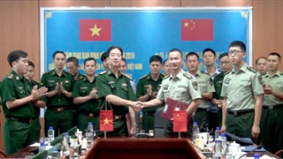 Vietnamese, Chinese border guards hold regular talks