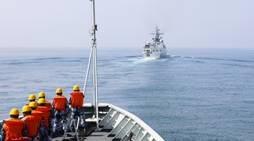 Naval frigate flotilla organizes formation training in South China Sea